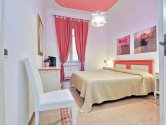 Rome holiday apartments: Holiday-Apartment-Rome-Colosseum-Modern